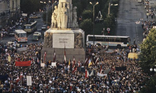 """Акция """"Балтийский путь"""". Митинг на площади Свободы в Риге, 23 августа 1989 года"""