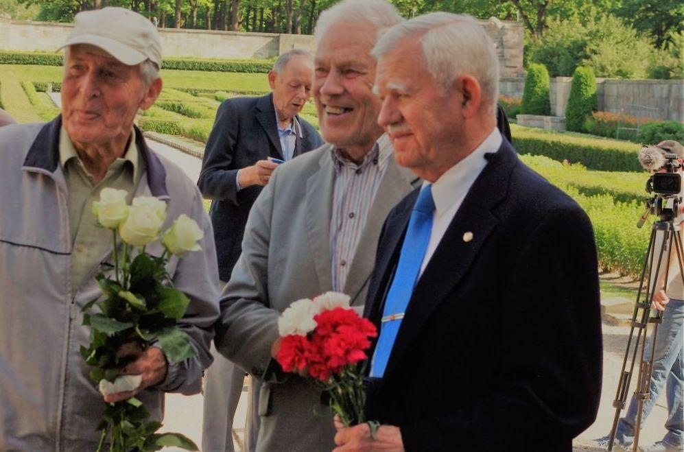 Мероприятие на Братском кладбище по случаю 139-летия группенфюрера СС Рудольфа Бангерского.