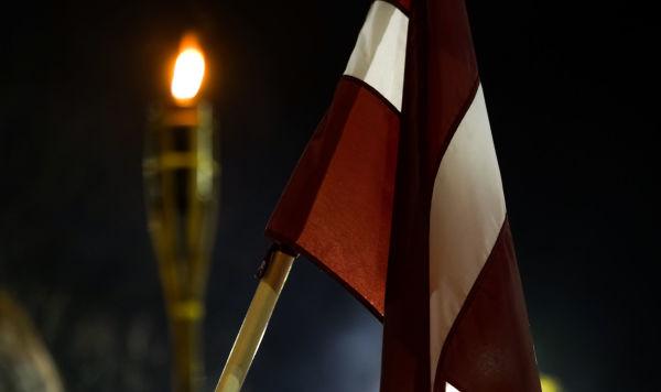 Факел и флаг Латвии