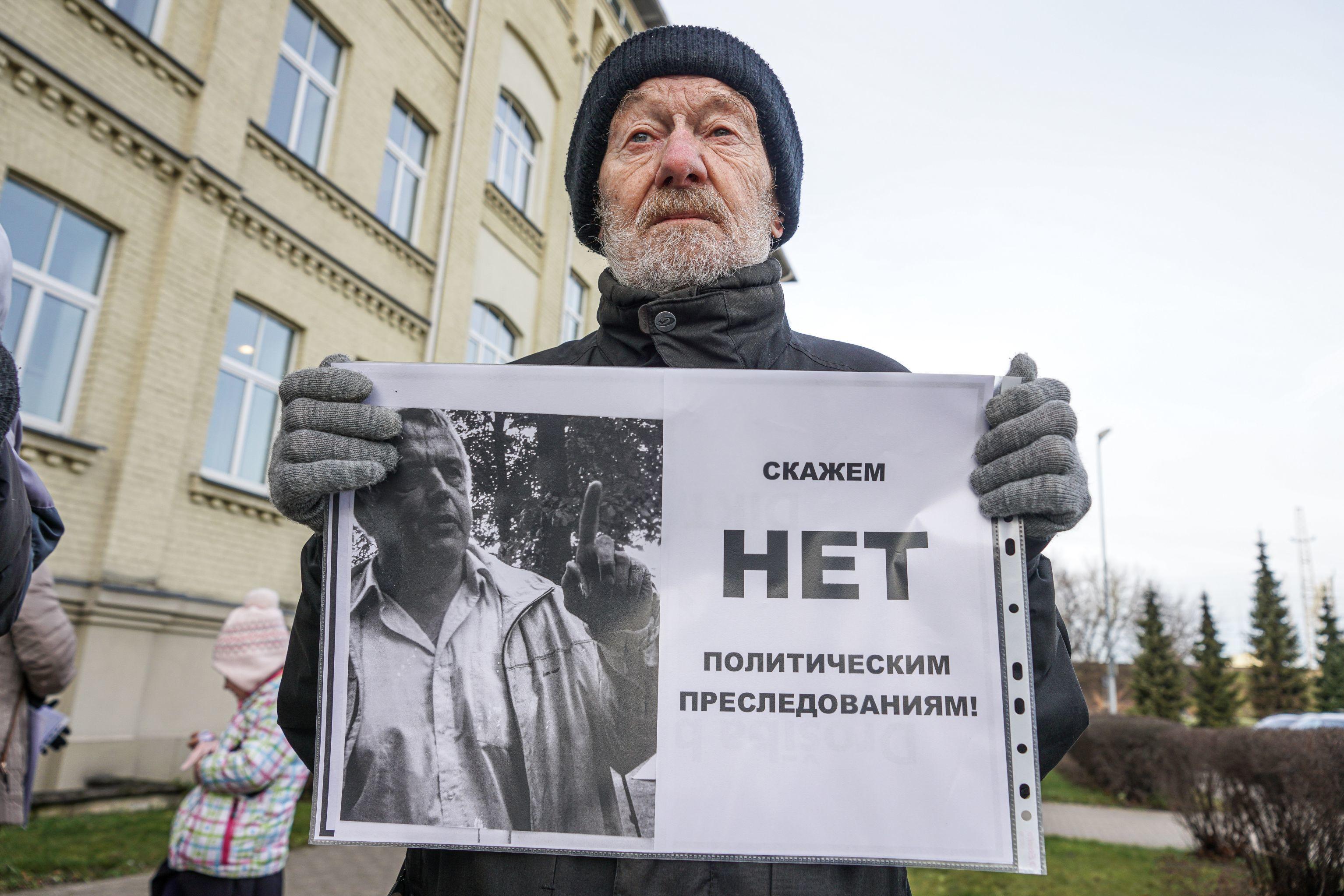 Пикет у заседания суда перед слушанием по делу латвийского правозащитника Александра Гапоненко, 11 декабря 2019