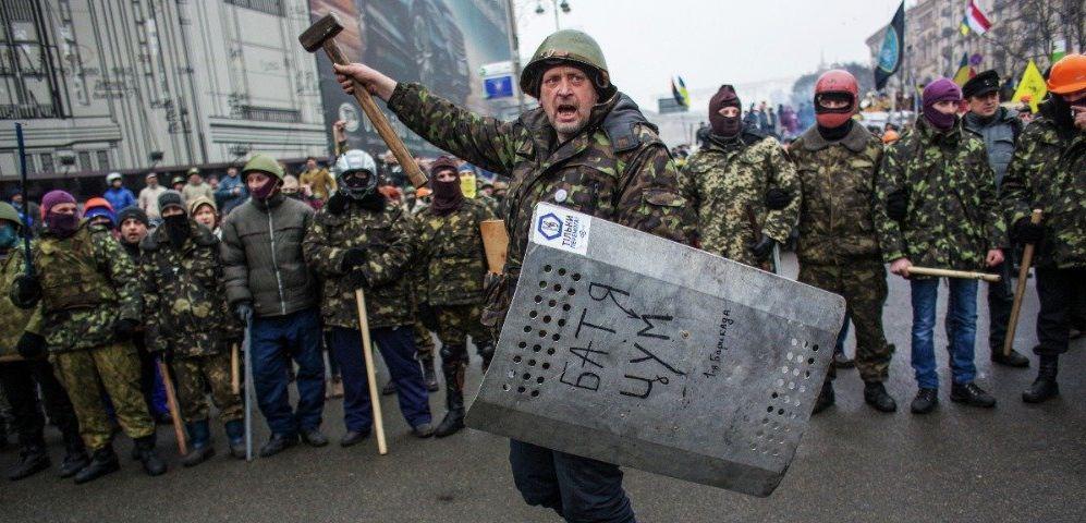 "Отряды ""Самообороны Майдана"" у баррикад на улице Крещатик (2014 г.)"