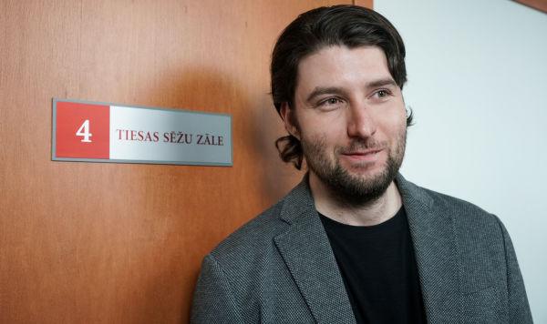 Александр Филей перед залом суда в Риге, 12 марта 2020