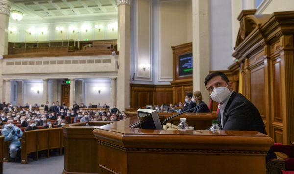 Президент Украины Владимир Зеленский на заседании Верховной рады в Киеве