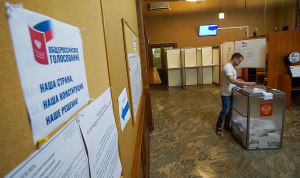 Досрочное голосование в здании Консульства посольства РФ в Латвии, граждан России по вопросу одобрению  изменений в Конституцию РФ, 26 июня 2020
