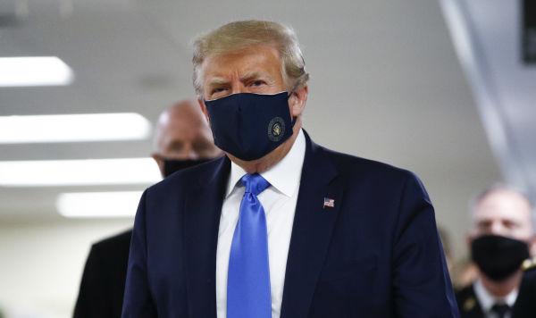Трамп в маске и новый антирекорд: как коронавирус захватывает США ...