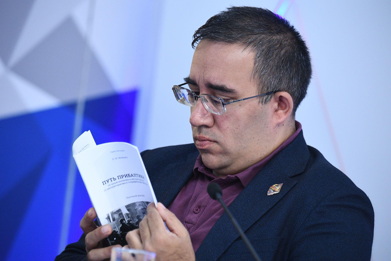 """Директор фонда """"Историческая память"""" Александр Дюков"""