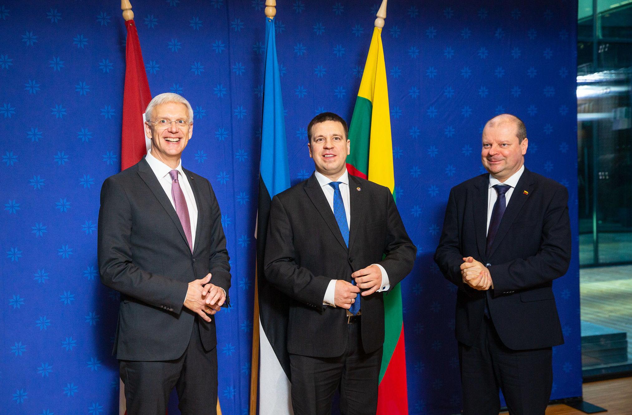 Премьеры-министры прибалтийских стран Юри Ратас, Кришьянис Кариньш и Саулюс Сквернялис на встрече, 7 февраля 2020 года