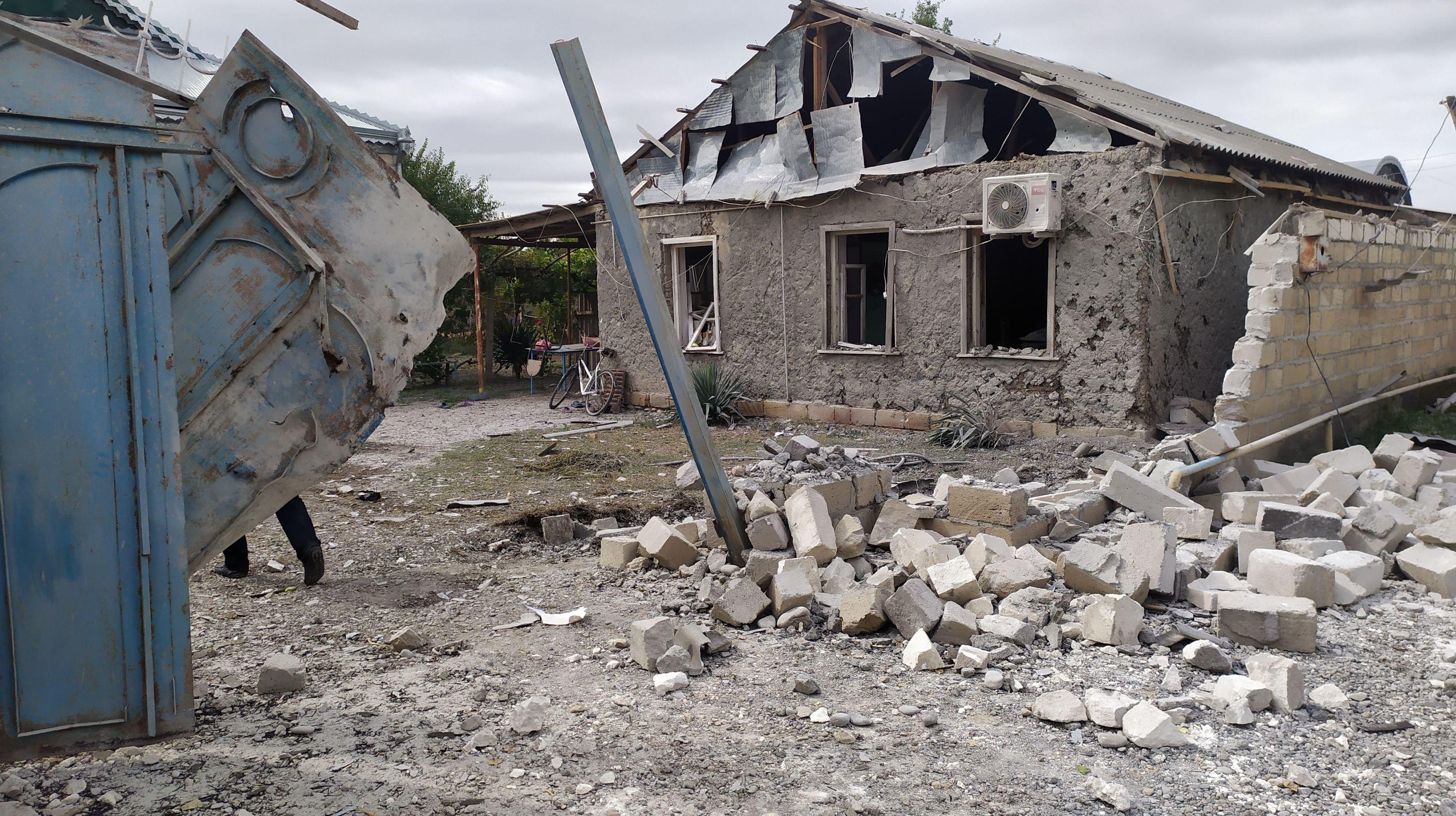 Последствия обстрела в селе Азад Гарагойунлу Тертерского района