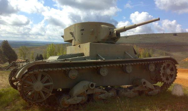 Т-26 обр. 1933 год на службе в Испанской республиканской армии , недалеко от Саламанки, Испания Битва при Сесеньи