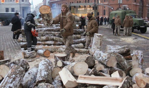 На Домской площади реконструировали атмосферу событий января 1991 года.