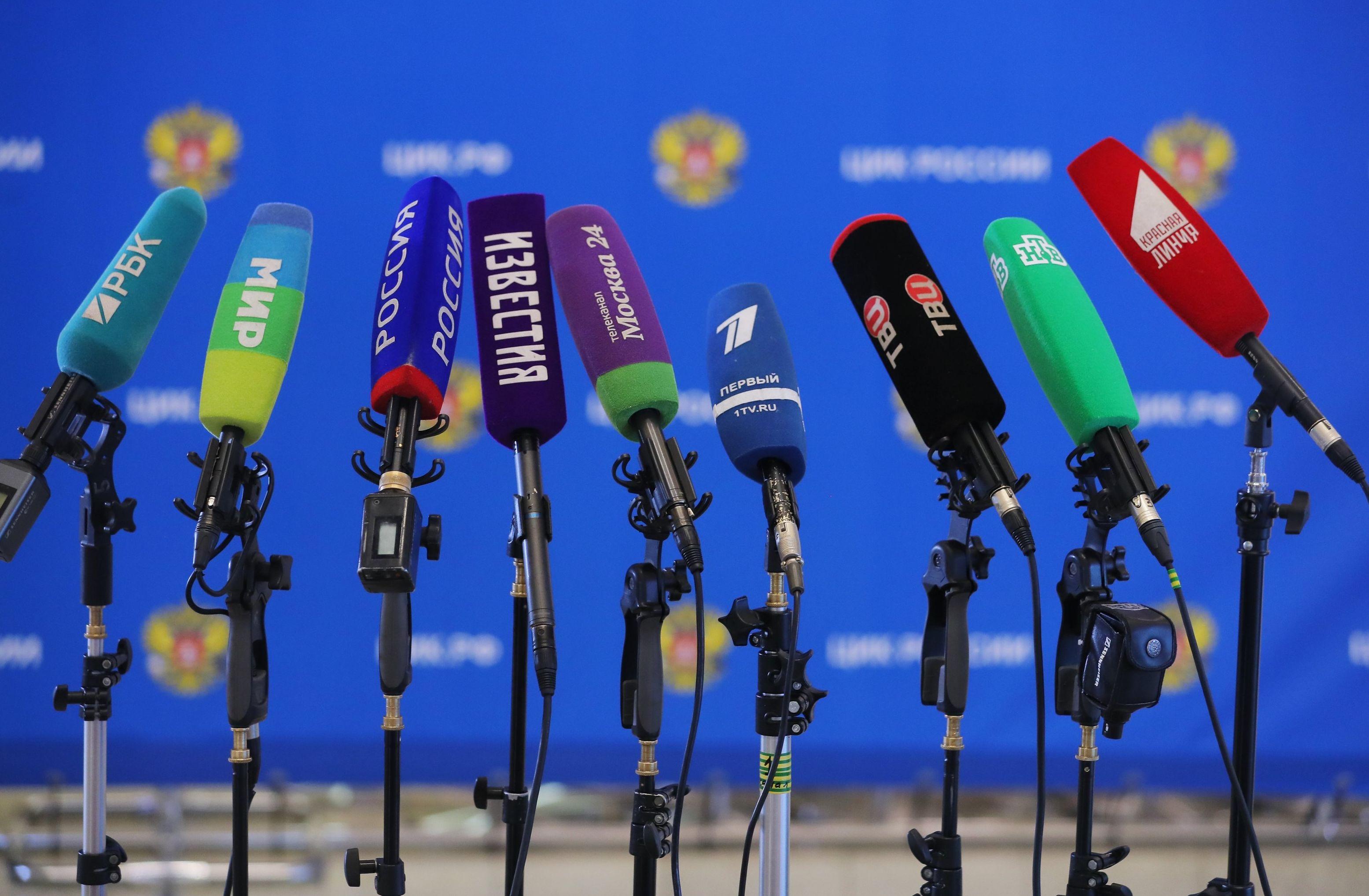Микрофоны разных российских СМИ