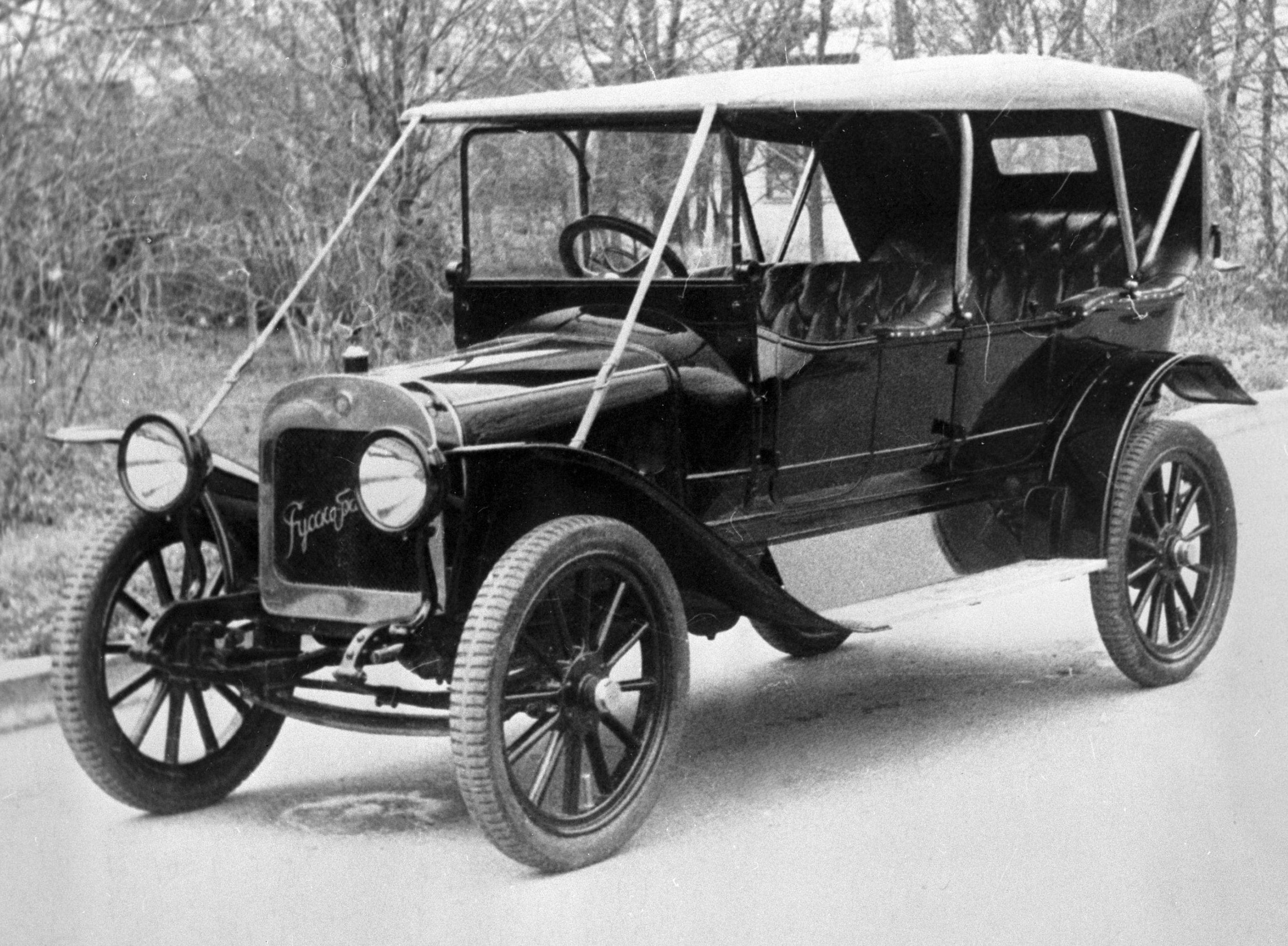 """Автомобиль """"Руссо-Балт"""" модели 1910 года в Государственном политехническом музее в Москве"""