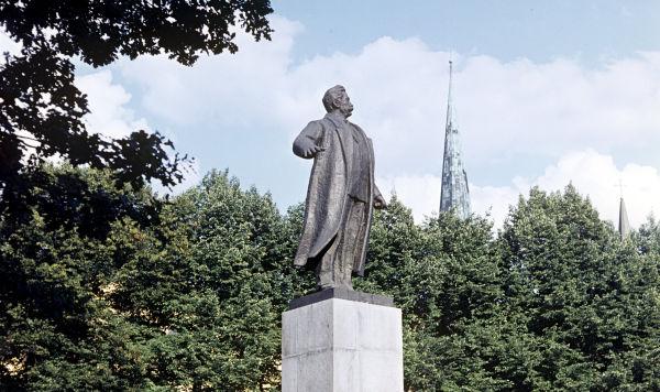 Памятник Петру Стучке, 1966 год