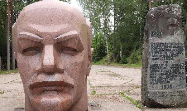 Памятник Ленину в Зелтини