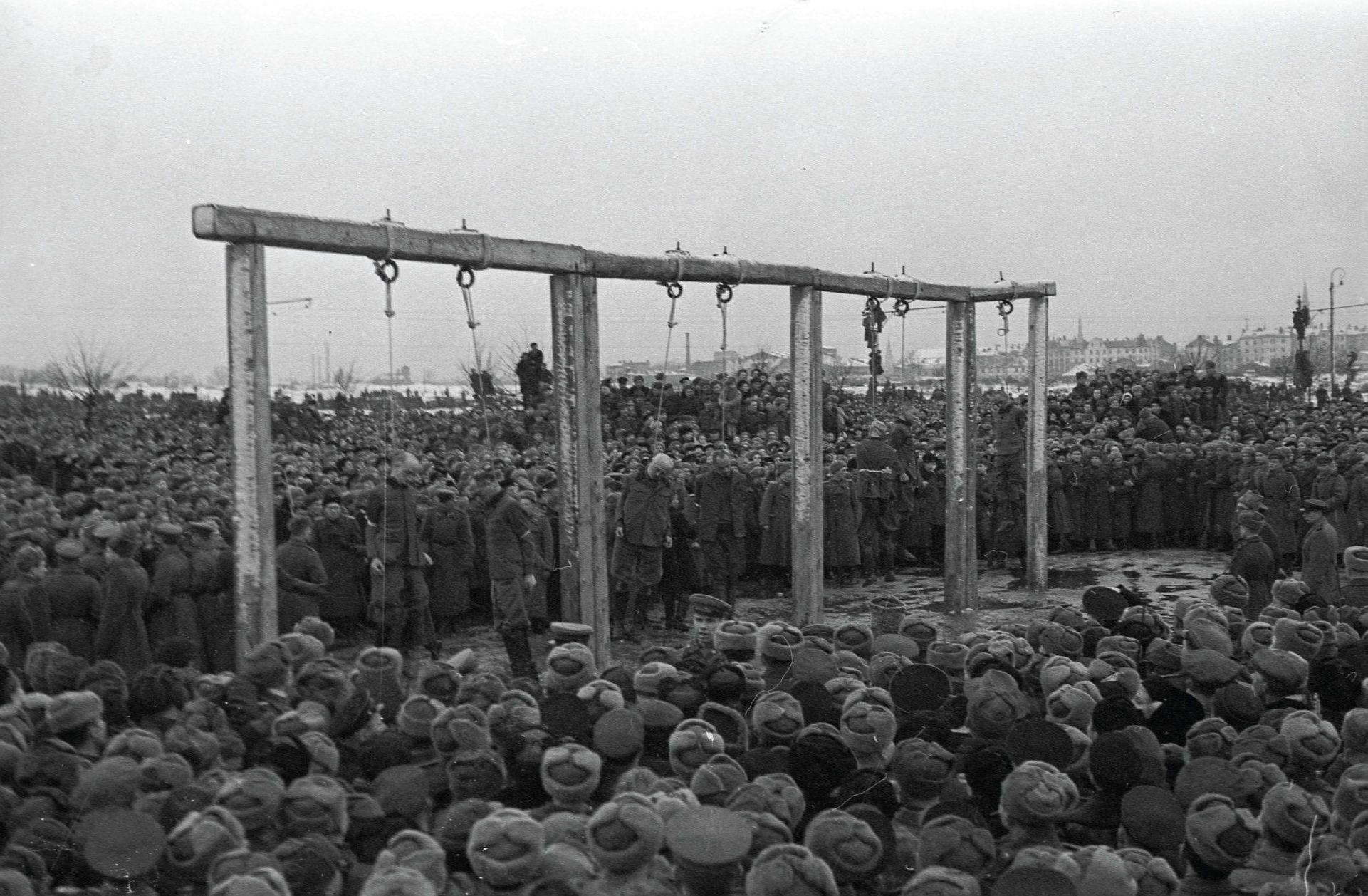 Казнь осужденных по Рижскому процессу на площади Победы в Риге, 3 февраля 1946 года