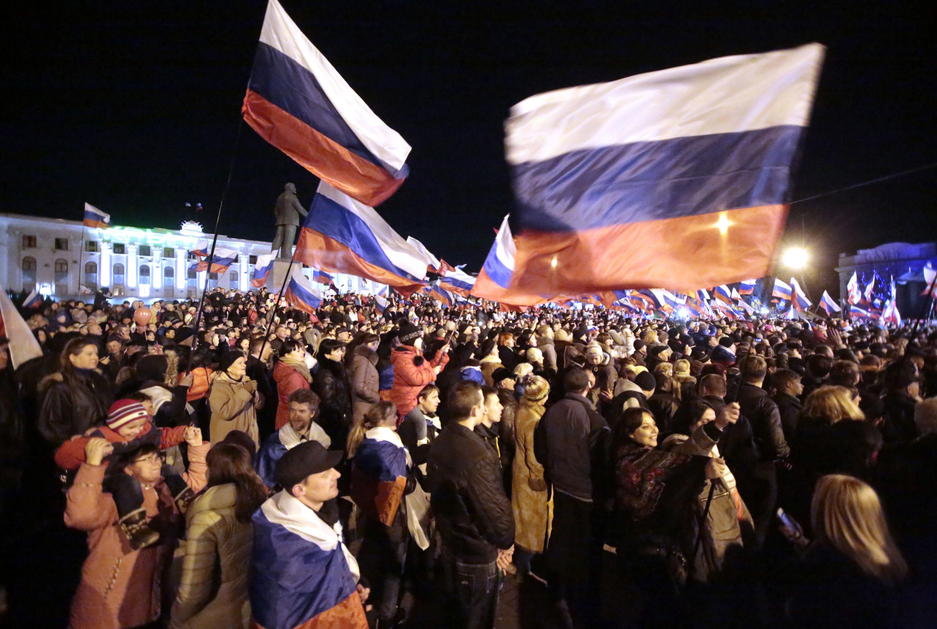 В центре Симферополя после голосования на референдуме о статусе Крыма, 2014