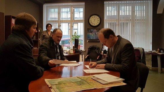 Активисты Штаба защиты русских школ подают в ЦИК законопроект «Об устройстве школ национальных меньшинств в Латвии».