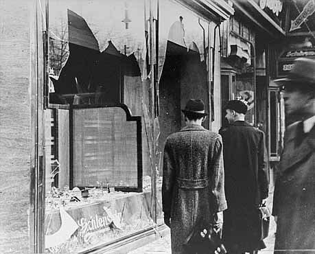 """""""Хрустальная ночь"""". Разбитые витрины, 10 ноября 1938 года"""