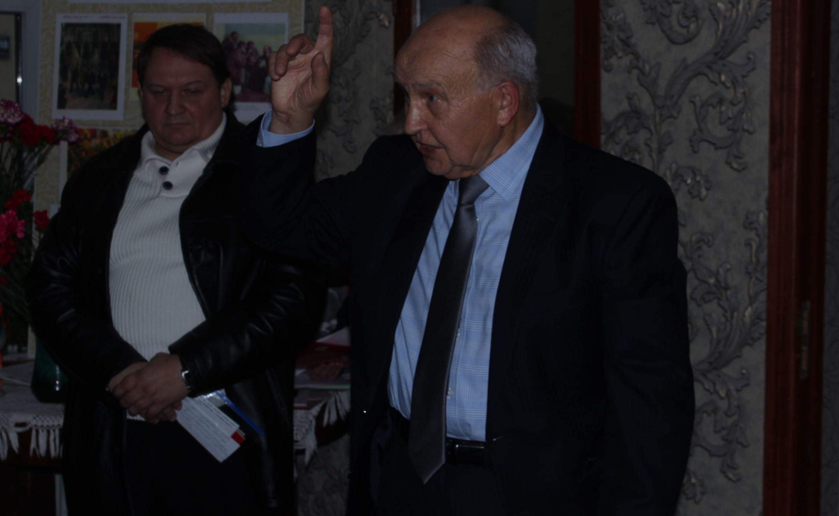 Профессор Олег Щипцов