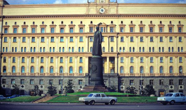 Памятник Ф.Э.Дзержинскому (скульптор Е.Вучетич) на Лубянской площади в Москве